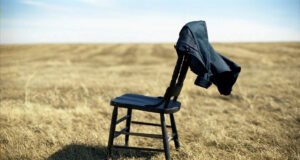 Chair-in-Dry-Grass-HD-Pic
