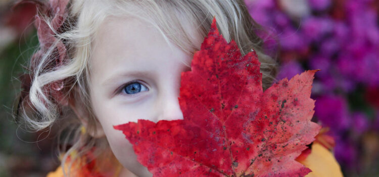 Pretty-Girl-Autumn-Leaf-Pic