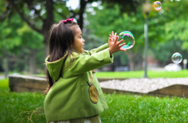 Pretty-Girl-Playing-with-Water-Bubble-Pic