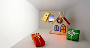 Home-Decoration-and-Gifts-on-Christmas-Pic