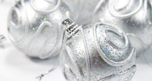 Silver-Christmas-Balls-for-Decoration-Pic