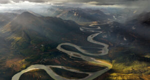 Pic-of-River-Between-Mountains