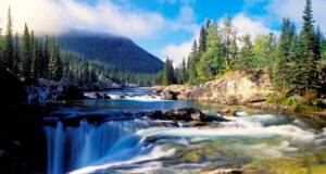 Flowing-River-Pic-in-HD