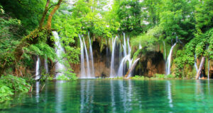 High-Definition-Image-of-Waterfall
