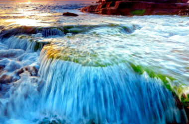 Full-HD-Picture-of-Waterfall