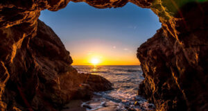 Beautiful-Cave-Full-HD-Pic