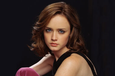 Hollywood-Actress-Alexis-Bledel-HD-Image